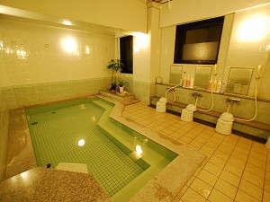 最上階にある活性石人工温泉大浴場(PM3:00~AM2:00、AM5:00~10:00)