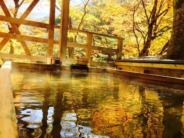 天空風呂・角風呂紅葉は10月下旬~
