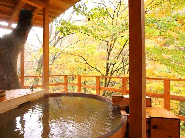 絶景の貸切露天 秋の小鳥風呂