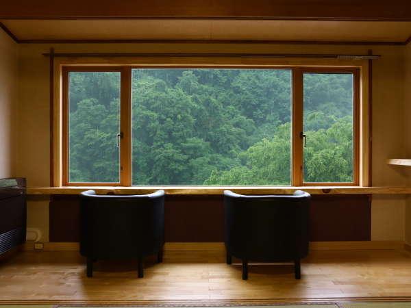 ■【本館・和室10畳】雄大な渓谷美をお楽しみください
