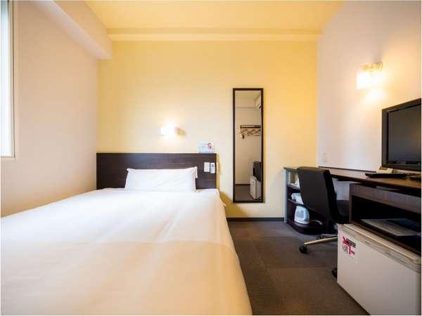シングル部屋なのにベットのサイズはなんと150cmと言う広さ♪それはごゆっくりくつろげますよ♪