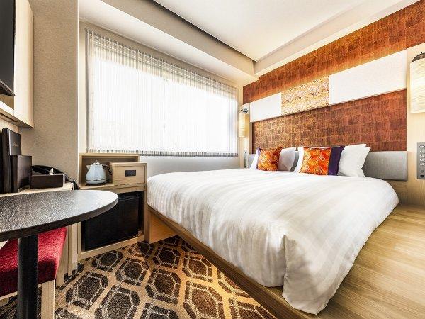 ダブル ●広さ:15平米●ベッド:幅160cm × 長さ200cm 1台