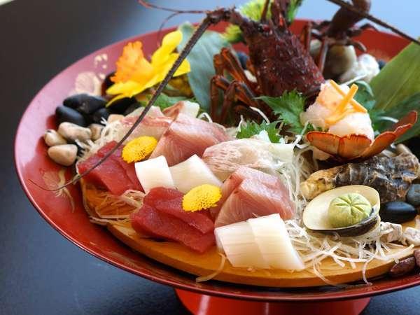 伊勢海老や旬の魚介類を盛り合わせて
