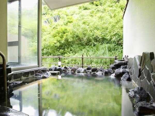 【春の露天風呂】暖かな日差しを感じながらお風呂でのんびり。優しい時間が流れます。