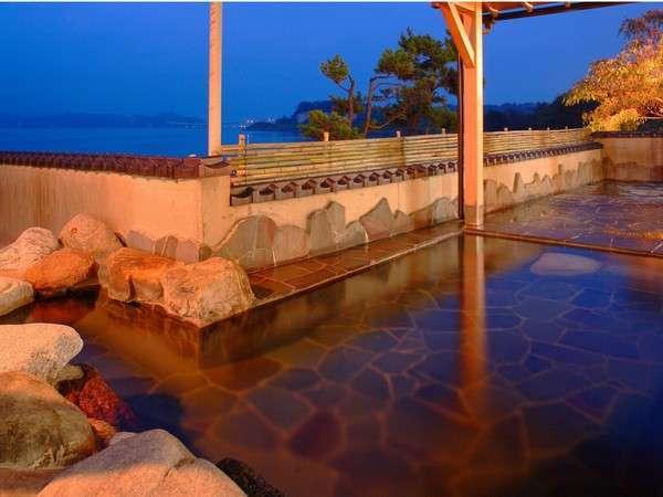 殿方露天風呂 海と空を望む開放的な絶景が時の流れを忘れさせてくれます。