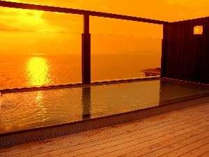 【屋上展望露天風呂・別館7階】 屋上露天風呂『天空の湯』。注)こちらは温泉ではございません。