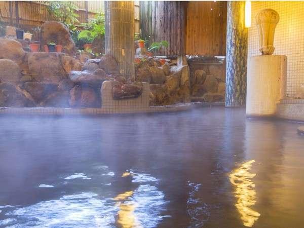 【大浴場・本館1階】 たっぷりのお湯が源泉掛け流しです。『山頭火の湯』で日頃の疲れを癒してください