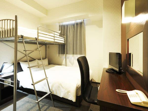 【ロフト付きルーム】16㎡■140cmセミダブル1台■90cmロフト式ベッド1台■最大3名様