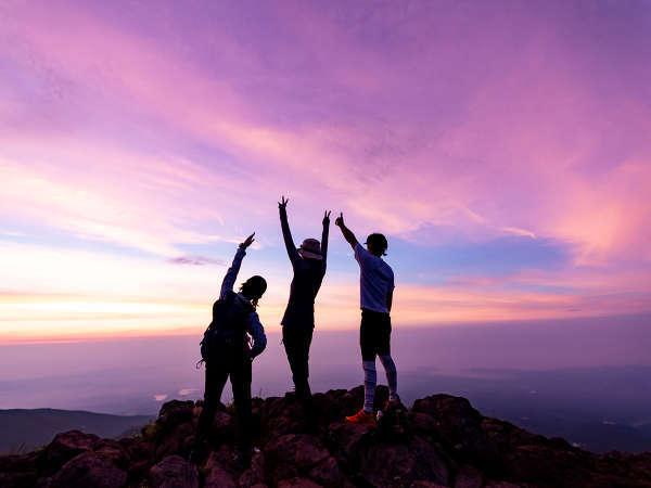 【朝日岳】夏の早朝登山にはこんな素敵な景色が見られるかも!?