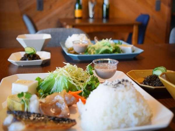 ◆【無料朝食】ワンプレート・小鉢・汁物
