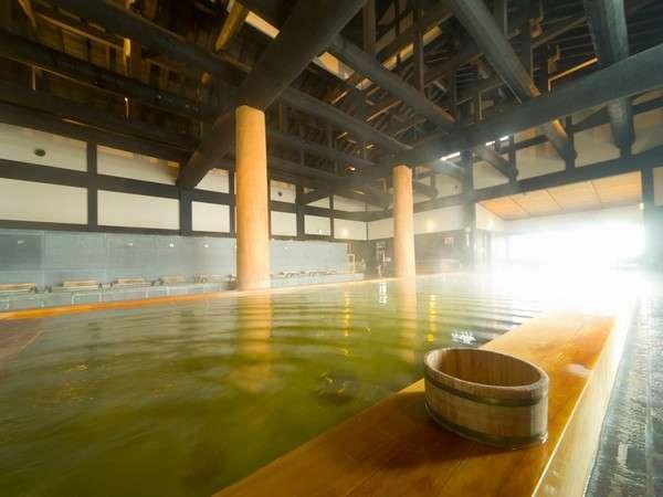 黄色がかったお湯は、上がった後もずっとぽかぽかすると評判です。