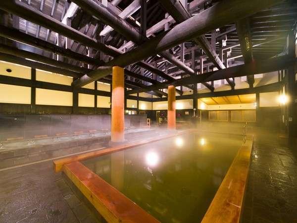 自慢の内風呂。樹齢600~1000年のヒバの梁と柱…。木々のぬくもりを体感してください。