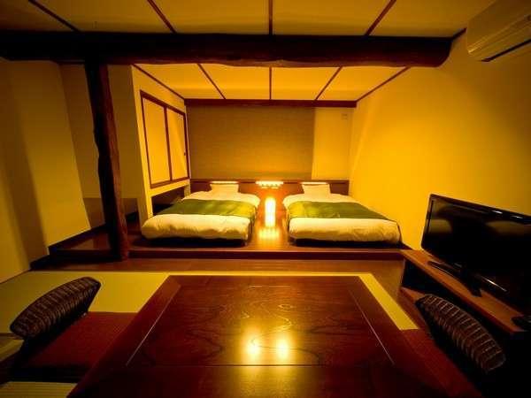 【和風モダン33㎡】ベッドはセミダブル。添い寝のお子様は、ベッドをくっつけてご利用いただけます。