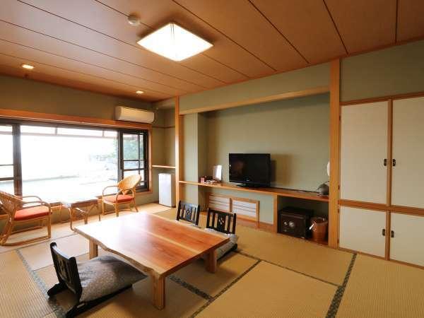 【2F檜風呂付客室】リニューアルしたお部屋です。広々としたお部屋でゆっくりとお休み頂けます。*