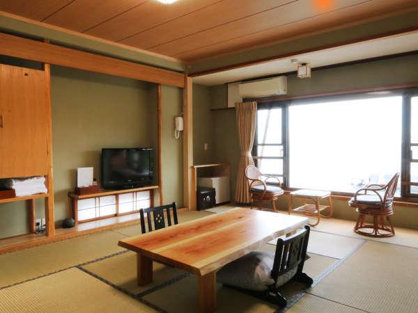 【3F客室】海の見える落ち着いた雰囲気の和室です。*