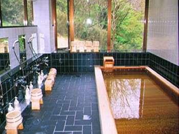 古代檜風呂(樹齢千年を越える檜を使用)