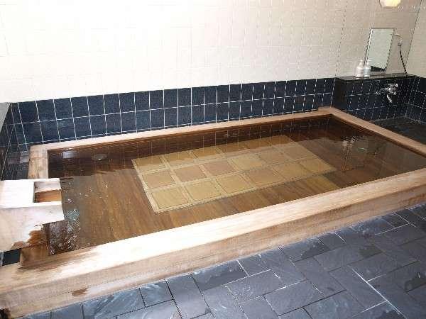 ラジウム泉と温泉母岩 男湯