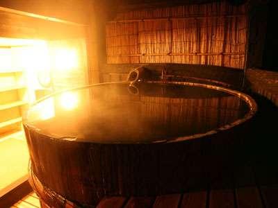 *風情あるみそ樽の露天風呂♪ごゆっくりおつかり下さいませ。