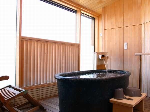 【源泉露天風呂付和洋室一例】専用露天風呂のイメージです。室内には別途お風呂がついています。