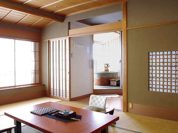 【源泉露天風呂付和洋室一例】和室部分のイメージです。まずは湖の景色をお楽しみください