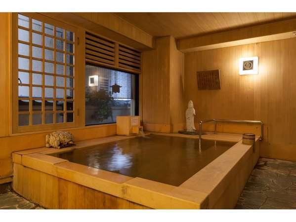 木の香が浴室内いっぱいに漂う総檜風呂「桜が湯」