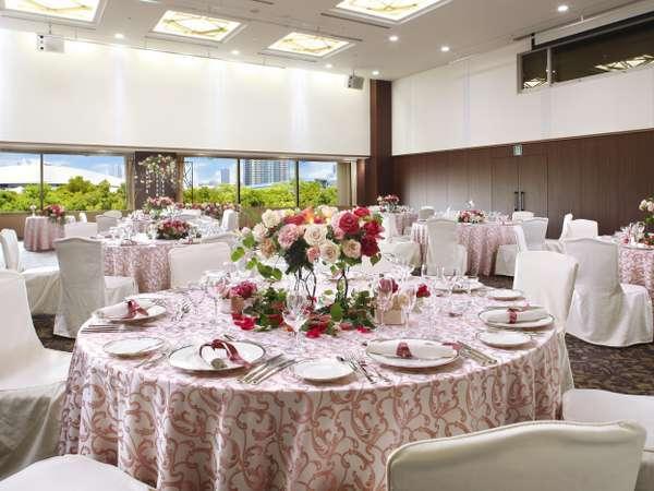 3階アイリス会場婚礼・ご宴会・会議など、お気軽にご相談ください。
