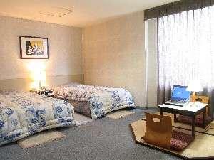 ツインでも畳付きの部屋があるよ!LAN環境も整っています。のんびりしてね♪※ただし3室のみ