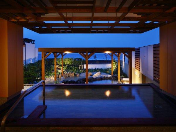 温泉大浴場【海の回廊】。寝湯もあるからゆっくり体を癒してあげられる温泉です♪