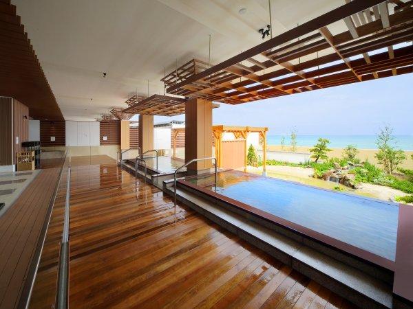 温泉大浴場「海の回廊」。海を眺めながら温泉を楽しんで♪