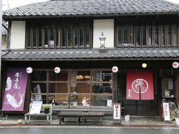 お食事処竹田町屋「寺子屋」:朝夕食は、お座敷席でご用意。お昼はカフェに。
