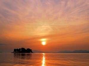 宍道湖の夕焼けは絶景!此の湖でしじみ等の「宍道湖七珍」がとれます!