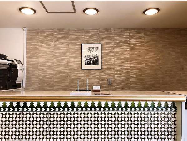 本館別館のお客様ともにチェックインカウンターはこちらの本館1階にございます。