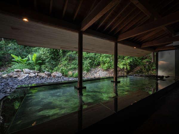 2019年7月にリニューアルした大浴場 露天風呂(女湯 )御船山の森を感じる緑豊かな空間