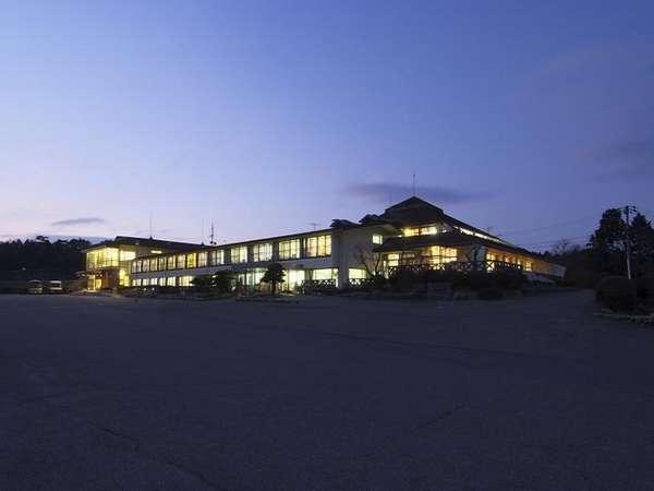 野呂高原ロッジ外観「夜景」 標高800mにある当館からの景色は絶景!