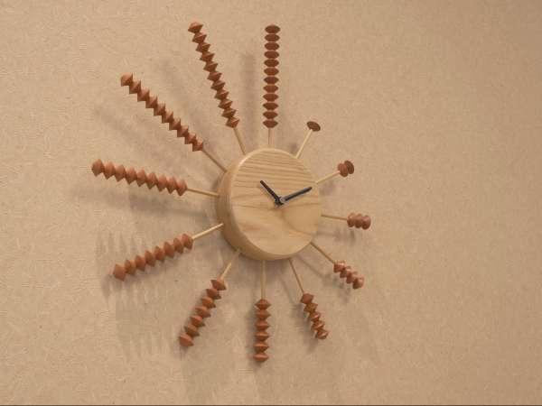 【小野のそろばんを使用した時計】兵庫県小野市のそろばん生産は全国の約70%。<兵庫県の伝統工芸>