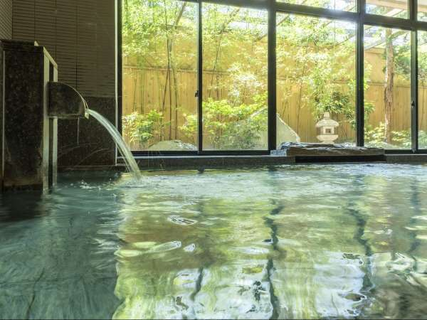 源泉は日本屈指の高温度、98度。メタケイ酸が多く含まれ、美人の湯として名高い温泉です。