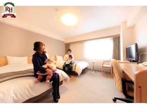 【お子様とのご旅行に♪】事前のご連絡で2つのベッドをぴったりと並べてのご用意も可能です。