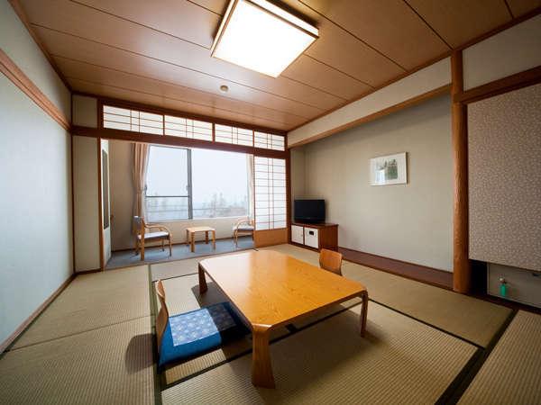定番の和室。全部屋10畳間になります。最大5名までご利用いただけます。