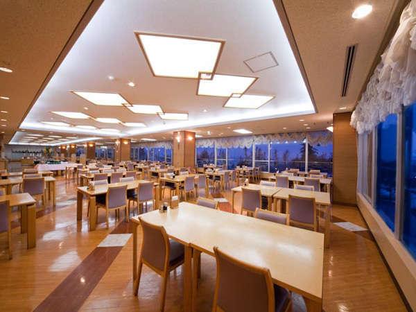 日本海を望む『レストラン』新鮮な海の幸をご提供いたします。