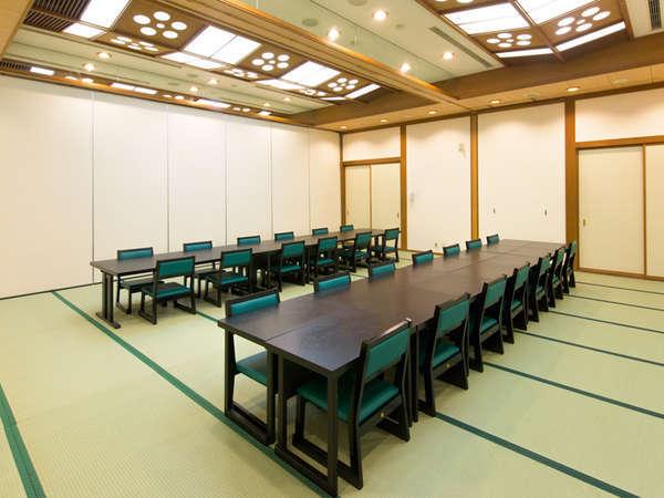 『広間』夕食会場・宴会会場として使用します。全席机イスで優しいお席♪