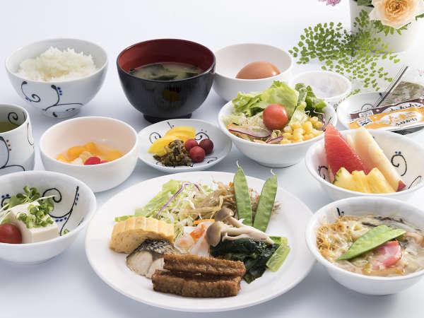 ブッフェ朝食(和食盛り付け一例)お時間は6:30分~9:30分まで。