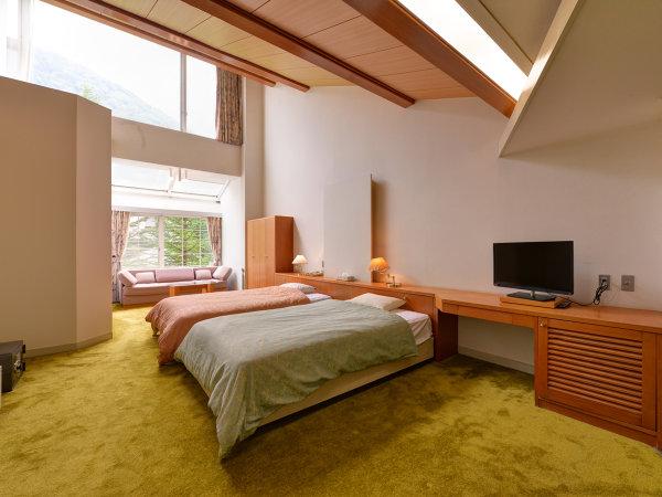 *春夏の樹林棟洋室(新緑)/6月初めの新緑の頃も魅力的です