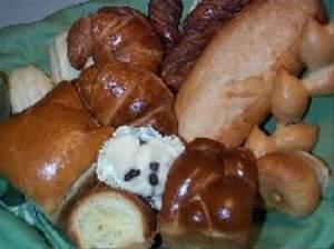 朝食は手づくりのパンで・・・
