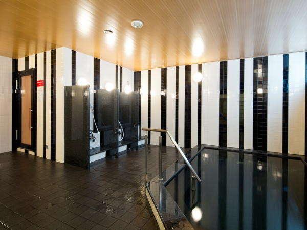 男性大浴場(サウナ&洗い場)