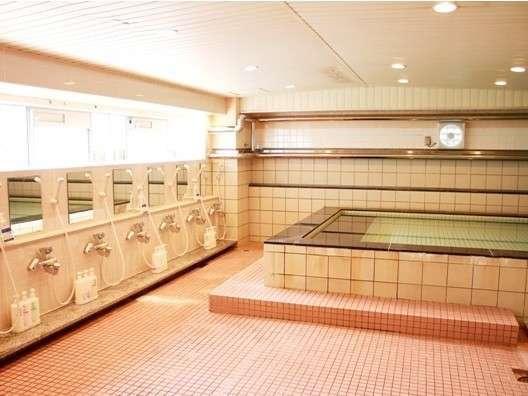 館内大浴場:男性用、女性用完備!ご利用時間は16時~25時、翌朝6時~9時です!