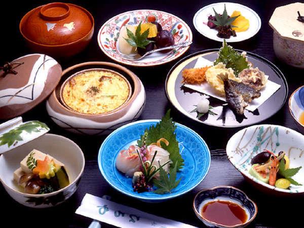 ■京会席一例■京都ならではの旬の味覚、厳選した素材を丁寧に調理。目と舌でお愉しみ下さい。