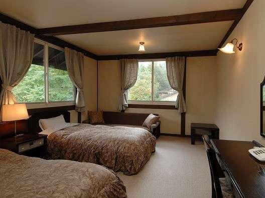 【プチホテル アルム】地元食材を活かしたレストラン併設木組みの宿。天然露天風呂は貸切