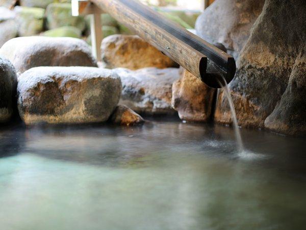 刻々と歴史を刻み流れ出るかみのやま温泉の恵みの湯