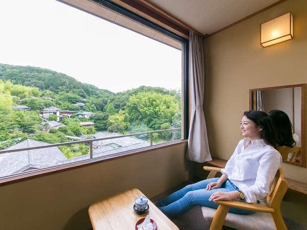 源氏山を望む和室12.5畳☆木の香いっぱいの数寄屋造りの部屋で至高の寛ぎを!