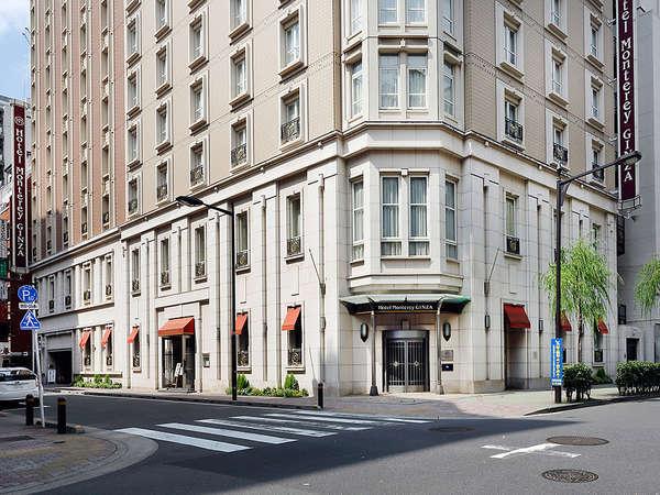 銀座大通から徒歩1分の好立地に佇むプチホテル